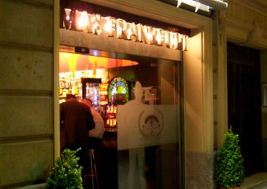 Imagen corporativa bar MAS FRANKFURT en Barcelona.