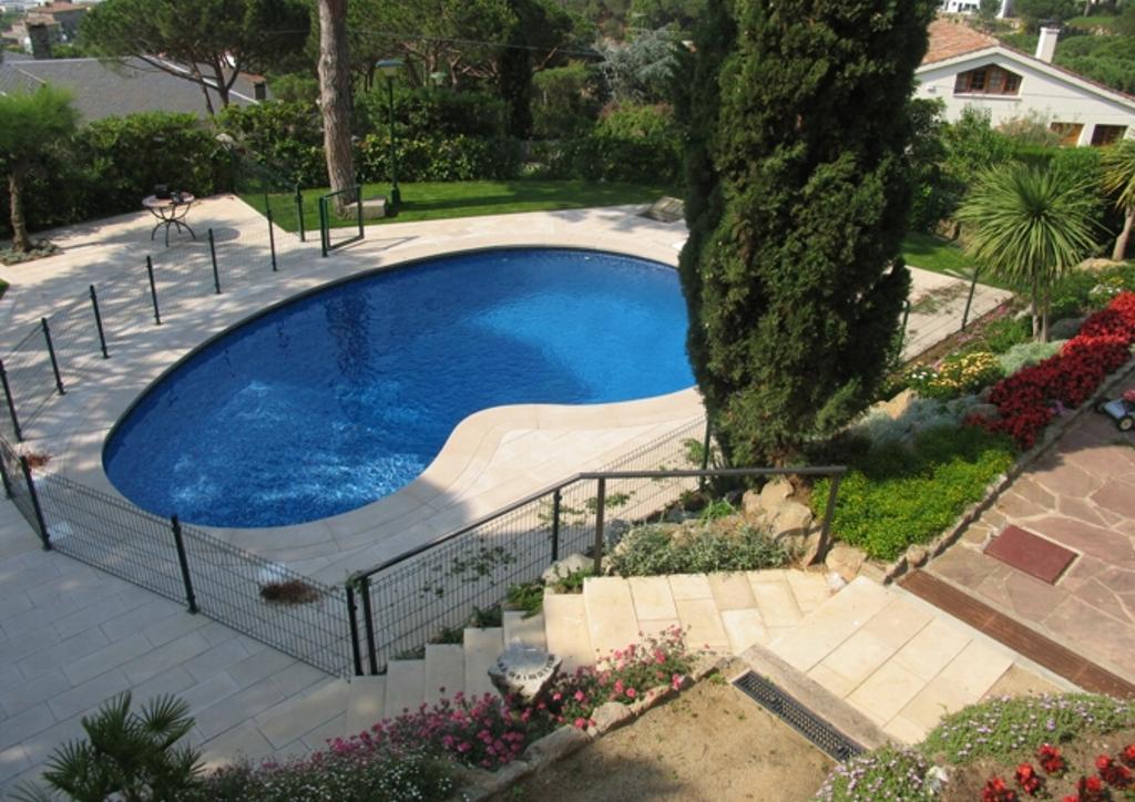 Reforma de la piscina de una casa unifamiliar en Cabrils.