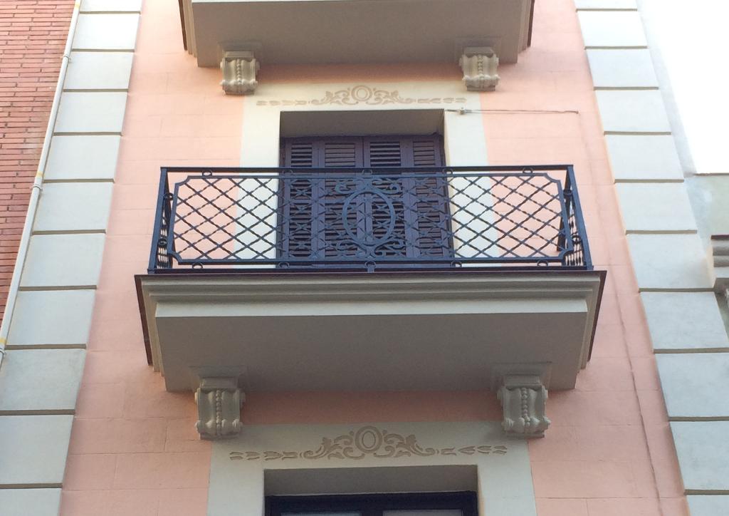 Rehabilitación fachada edificio en Barcelona.